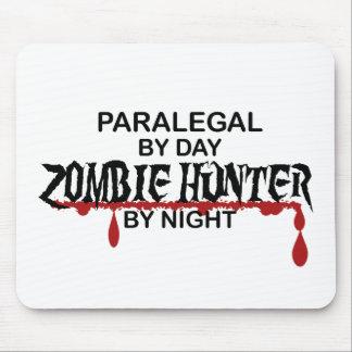 Cazador del zombi del Paralegal Mousepads