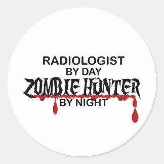 Cazador del zombi del radiólogo pegatina redonda