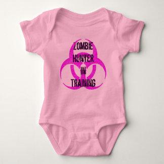 Cazador del zombi en rosa de la enredadera del t shirts