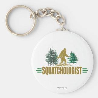 Cazador divertido de Sasquatch Llavero Redondo Tipo Pin