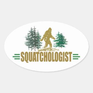 Cazador divertido de Sasquatch Pegatina De Óval Personalizadas
