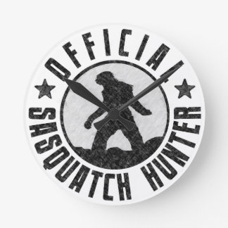 Cazador fresco de Sasquatch Bigfoot del Grunge Reloj Redondo Mediano