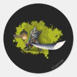 Cazador masculino con la espada y la armadura larg etiqueta redonda
