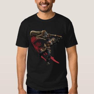 Cazador masculino con la gran armadura de la espad playeras