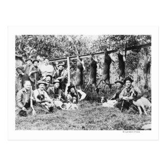 Cazadores de los ciervos con sus perros en el postales