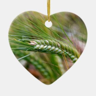 Cebada verde adorno navideño de cerámica en forma de corazón