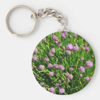 Cebolla de la ensalada que florece con los flores llavero redondo tipo pin