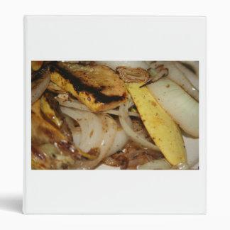 Cebollas y comida asadas a la parrilla de la calab