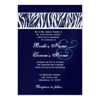 """Cebra blanca azul de medianoche que casa el papel invitación 5"""" x 7"""""""