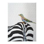 Cebra con un pequeño pájaro lona estirada galerías