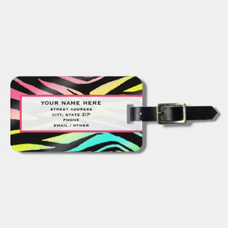 Cebra de neón y etiqueta rosada del equipaje