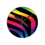 Cebra del arco iris reloj redondo mediano