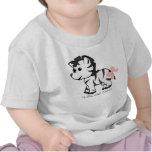 Cebra del bebé con el arco rosado camisetas