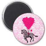 Cebra del vintage y globos rosados del corazón iman para frigorífico