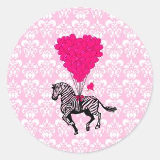 Cebra del vintage y globos rosados del corazón etiqueta redonda