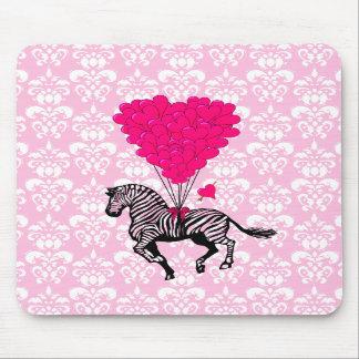 Cebra del vintage y globos rosados del corazón tapete de ratón