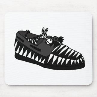 Cebra divertida en un arte del zapato tapetes de raton