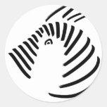 Cebra en diseño negro-en-blanco simple pegatina redonda