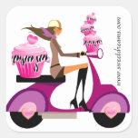 Cebra rosada del chica de la vespa de la magdalena calcomanías cuadradass personalizadas