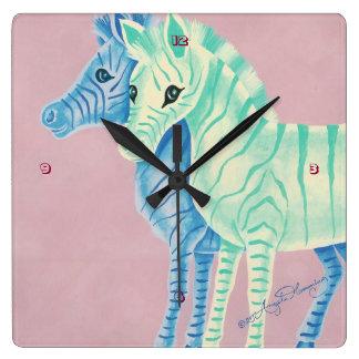Cebras en colores pastel femeninas con las rayas reloj de pared
