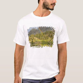 Cecret Lake with rainbow over Devil's Castle, T-Shirt