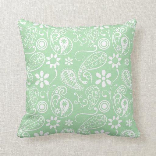 Celadon Paisley; Floral Almohada