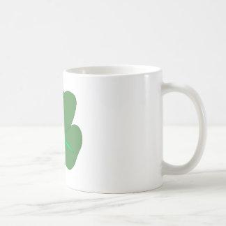 Celebración afortunada del irlandés del encanto taza