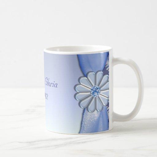 Celebración azul cristalina del copo de nieve taza básica blanca