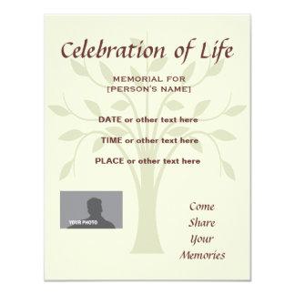Celebración conmemorativa de la vida - árbol de la invitación 10,8 x 13,9 cm