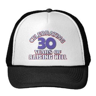 Celebración de 30 años de infierno de aumento gorras