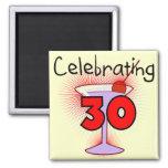 Celebración de 30 camisetas y regalos imanes