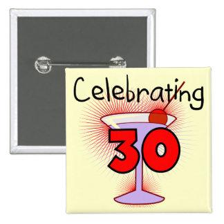 Celebración de 30 camisetas y regalos pin cuadrado