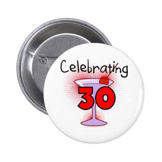 Celebración de 30 camisetas y regalos pin redondo de 2 pulgadas