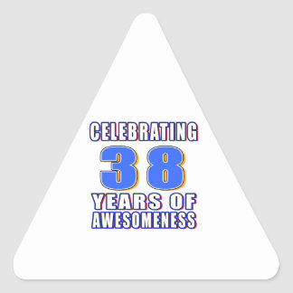 Celebración de 38 años de awesomeness pegatina triangular