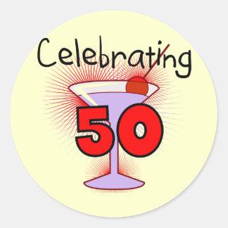 Celebración de 50 camisetas y regalos pegatina redonda
