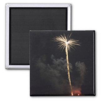Celebración de los fuegos artificiales en la noche iman para frigorífico