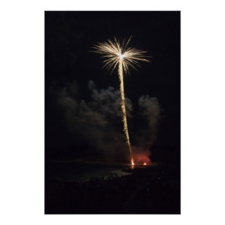 Celebración de los fuegos artificiales en la noche impresiones