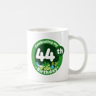 Celebración de mi 44.o cumpleaños taza clásica
