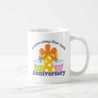 Celebración de nuestro 14to regalo del aniversario taza clásica