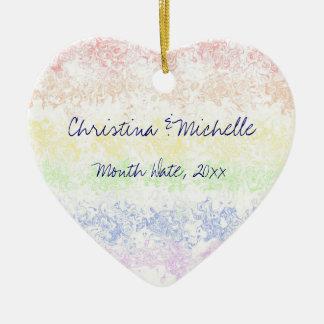 Celebración del amor adorno navideño de cerámica en forma de corazón