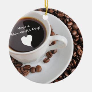 Celebración del café de la Haba-tastic Adorno Navideño Redondo De Cerámica