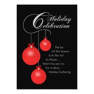 Celebración del día de fiesta, ornamentos rojos invitación personalizada