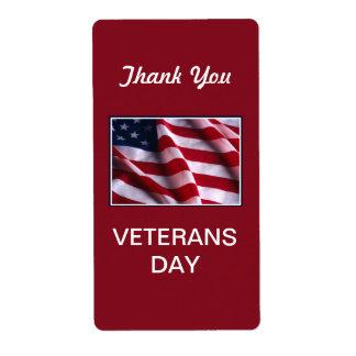 Celebración del día de veteranos, bandera en rojo etiquetas de envío