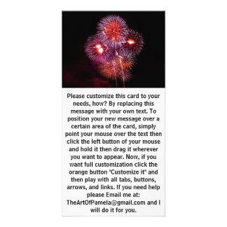Celebración explosiva de los fuegos artificiales tarjeta fotográfica