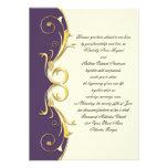 Celebración púrpura adornada del boda del oro invitacion personal