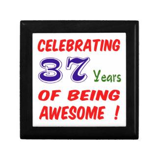¡Celebrando 37 años de ser impresionante! Joyero Cuadrado Pequeño