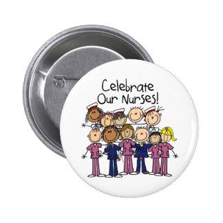 Celebre a nuestras enfermeras pin redondo de 2 pulgadas