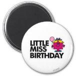 Celebre a pequeña Srta. Birthday Imán Redondo 5 Cm
