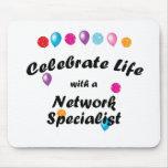 Celebre al especialista de la red tapete de raton