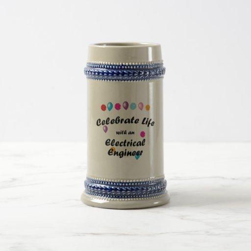 Celebre al ingeniero eléctrico tazas de café